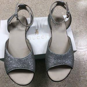 61da5ac5789b Authentic Gucci girls silver glitter sandals sz33